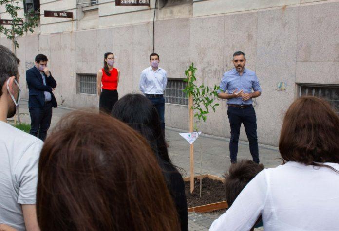 Girard plantó un árbol en ARBA y evocó la lucha de las y los 30 mil desaparecidos