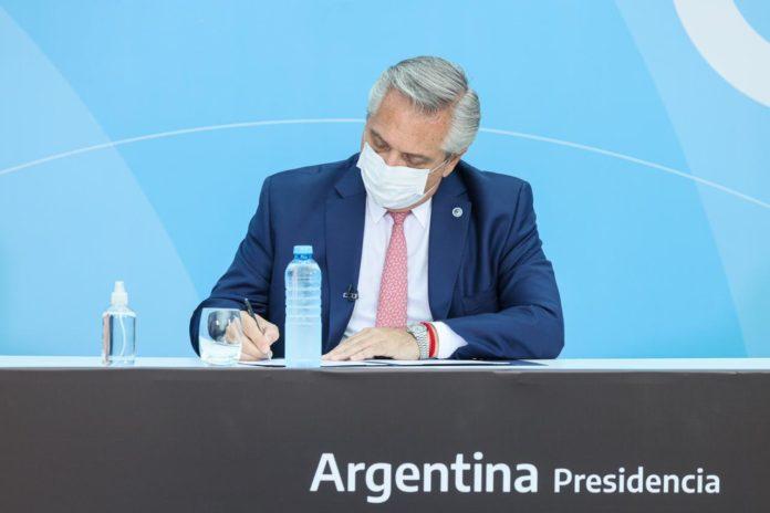 Fernández presentó medidas para la industria automotriz: exenciones impositivas y proyecto de ley