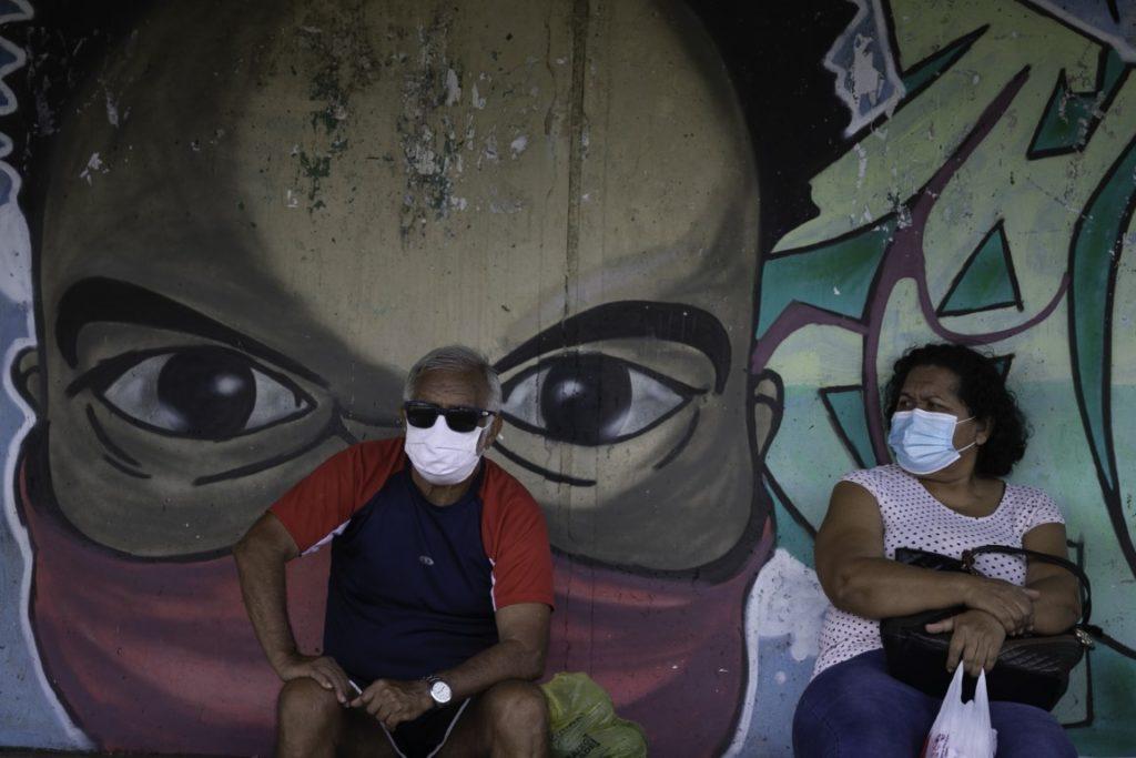 La situación en el país vecino es dramática y los muertos por coronavirus rozan los 300.000. (Xinhua)