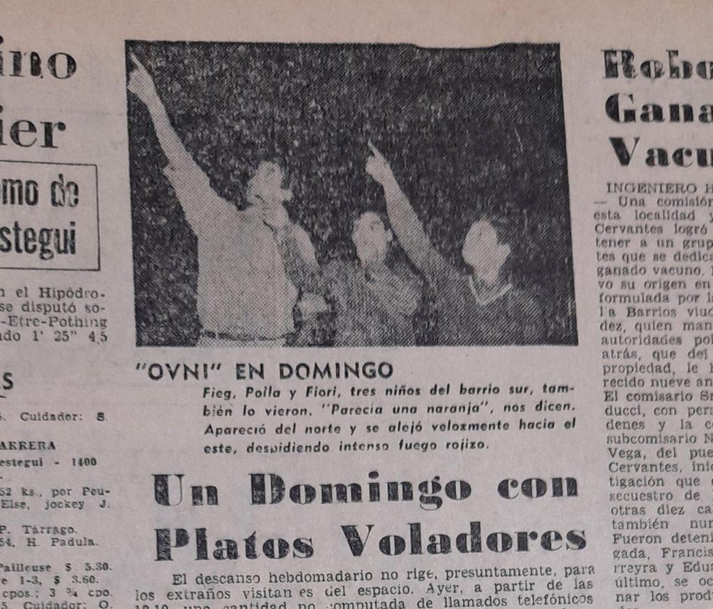 """""""Un domingo con platos voladores"""", titula La Nueva Provincia. La imagen refleja el asombro de la ciudad ante la oleada. (Gentileza Esteban Lingeri)"""