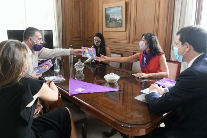 """De Pedro e Ibarra con el padre de Micaela: """"Si la Justicia es lenta hay femicidios"""""""