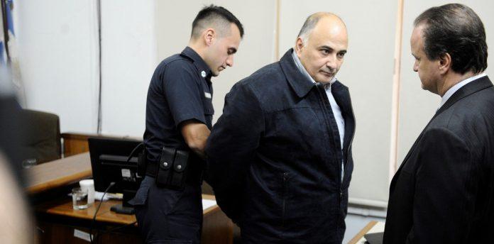 Detienen por extorsionar presos a un excomisario que cumplía una condena por encubrir a ladrones