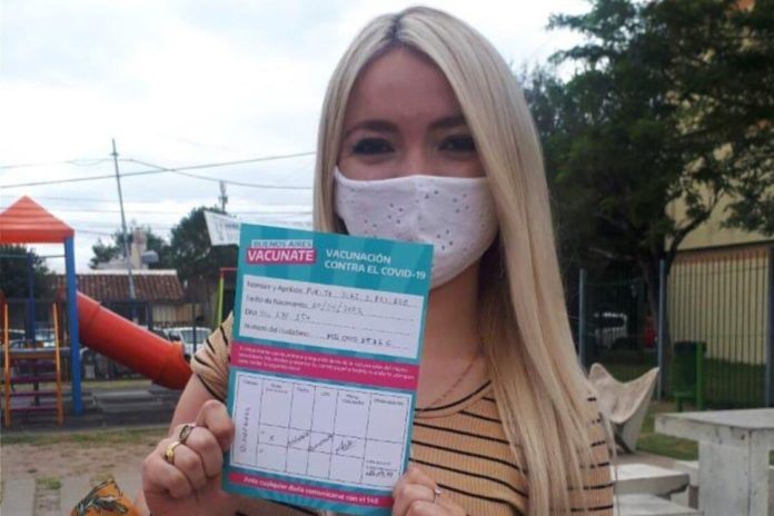 Una becaria de 18 años de Avellaneda fue vacunada y el municipio la suspendió