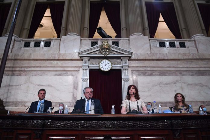 En medio de un clima tenso, Fernández dijo que instruyó inicio de querella criminal para investigar deuda de Macri