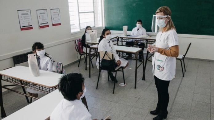 Provincia afirma que las escuelas no son foco de contagios y garantiza presencialidad