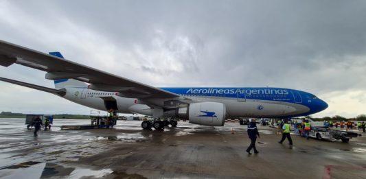 Parte rumbo a China un nuevo vuelo de Aerolíneas Argentinas para traer dosis de vacuna Sinopharm
