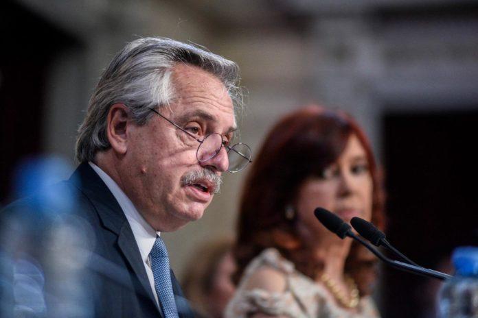 """Fernández dijo que acepta errores, pero habló de """"críticas maliciosas"""" de los poderes concentrados"""