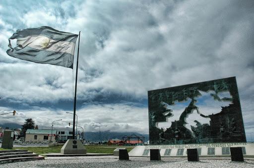 Vialidad Nacional colocó señales conmemorativas al Día del Veterano y de los Caídos en la guerra de las Islas Malvinas