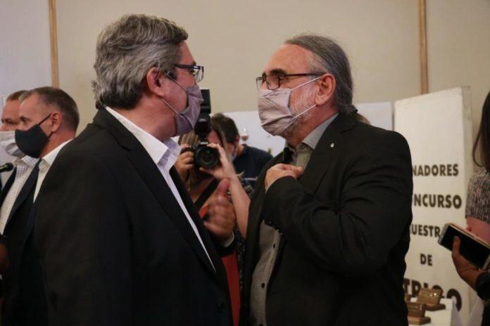 Rodríguez y Basterra en la inauguración de la Fiesta del Trigo en Tres Arroyos. (La Voz del Pueblo)