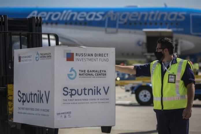 El vuelo de Aerolíneas Argentinas que partió hacia Moscú arribará esta tarde al aeropuerto de Ezeiza con un total de 500 mil dosis