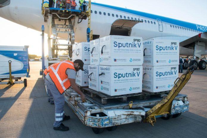 Llegó a la Argentina un nuevo cargamento con 765 mil vacunas Sputnik V