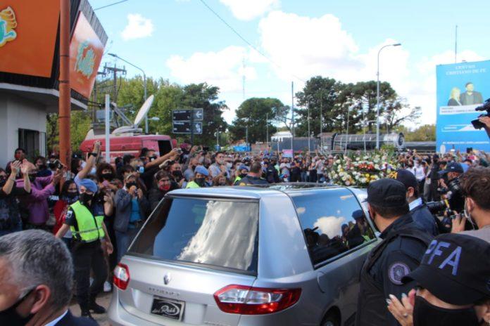En el último adiós a Mario Meoni el cortejo fúnebre recorrió puntos emblemáticos para el ministro