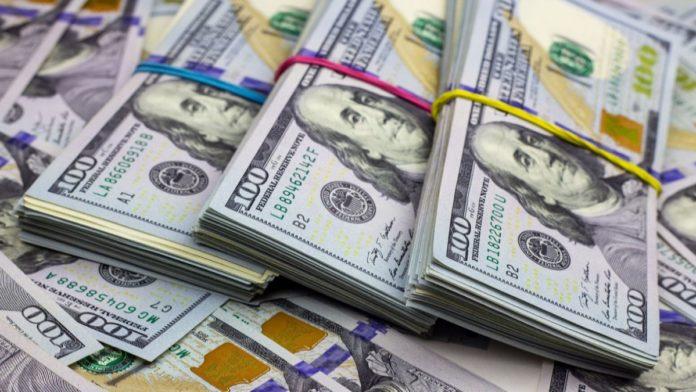 """El dólar """"blue"""" pegó otro salto y cerró a $191, la marca más alta del año"""