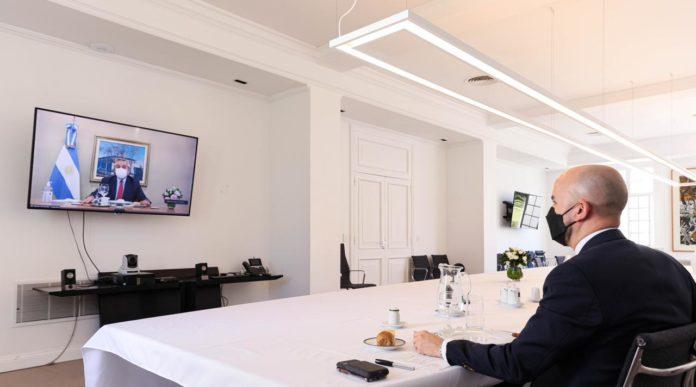 Gesto: Una carta y una agenda variada en almuerzo Fernández con el enviado de Biden