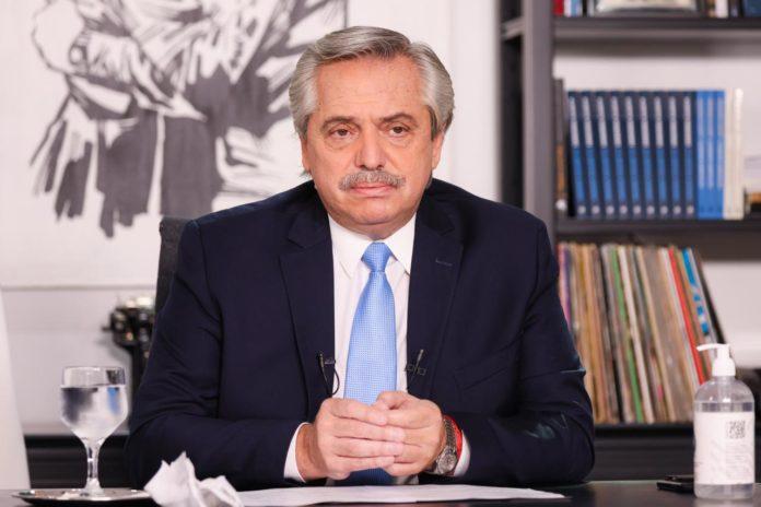 """Fernández pidió """"un aporte"""" a los empresarios para frenar los aumentos en alimentos"""