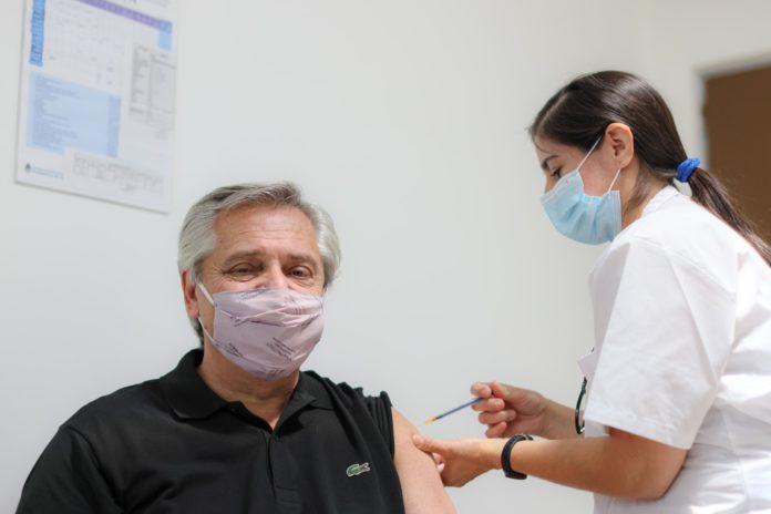 El Presidente recibió el 21 de enero la primera dosis de la vacuna Sputnik V. (Presidencia)