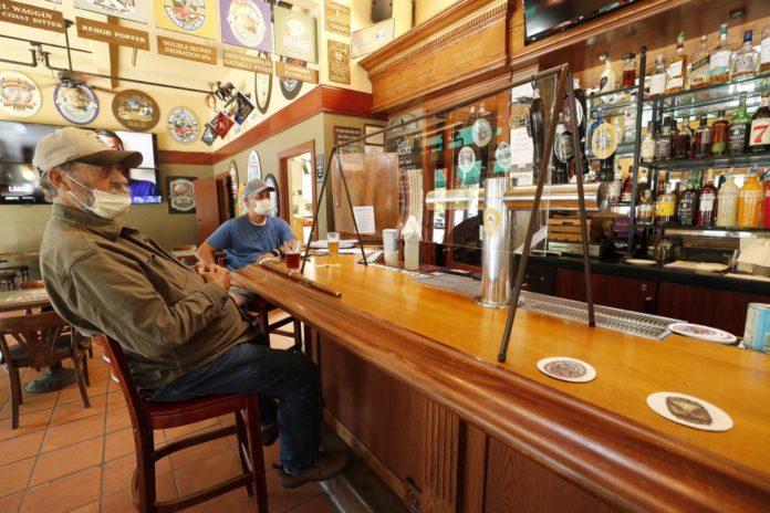 """Dueños de bares y restaurantes quieren """"luchar"""" para seguir abiertos. (La Capital)"""