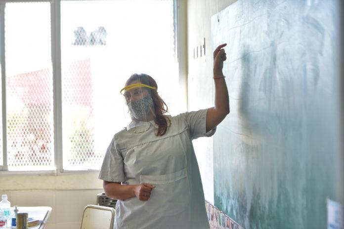 Provincia buscará casos asintomáticos de docentes y auxiliares en 11 mil escuelas