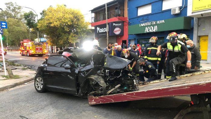 El Audi donde viajaban los jóvenes quedó prácticamente destrozado. (Twitter @@rodrigojorgeok)