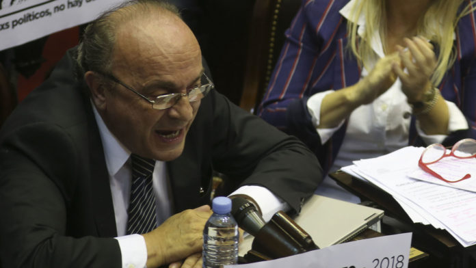 Bicameral del Congreso pide crear comisión para investigar a jueces y fiscales