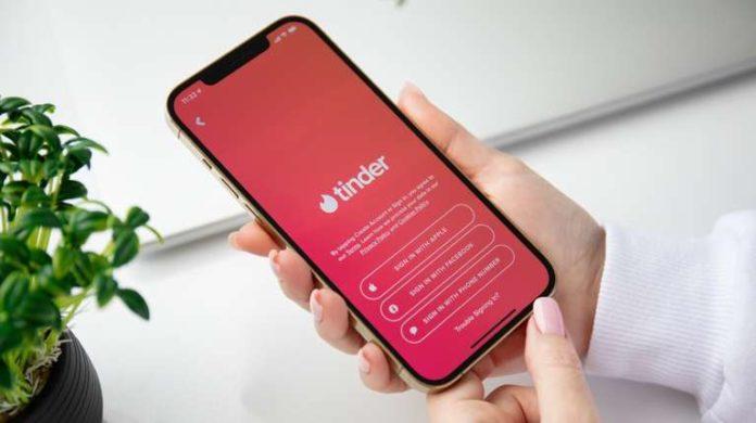 Una nueva polémica llega a la popular app Tinder.