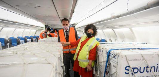 La ministra de Salud, Carla Vizzotti, anunció que en las próximas horas partirán dos nuevos vuelos a Rusia para traer vacunas Sputnik V