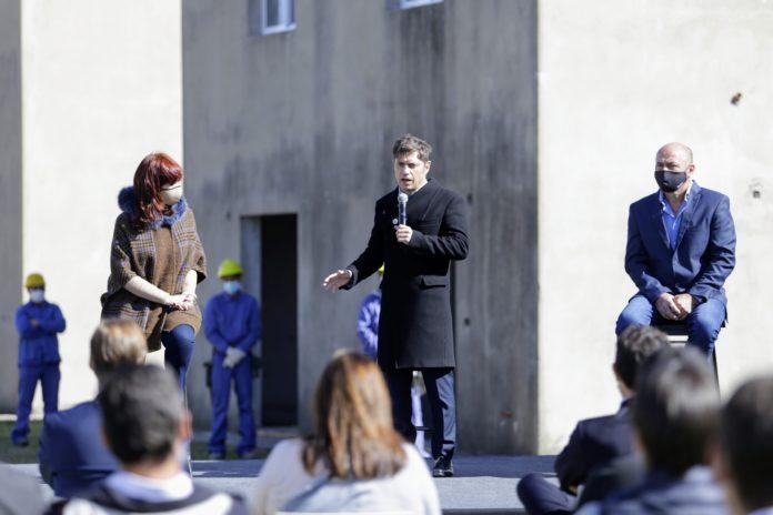 El gobernador participó de un acto en Ensenada con fuerte impronta de unidad, junto a Alberto Fernández y a Cristina Fernández.