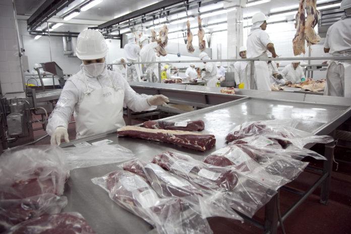 Frigoríficos van a la justicia para evitar la restricción a la exportación de carne