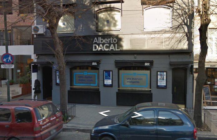 El local asaltado de la inmobiliaria Dacal. (Google Street View)