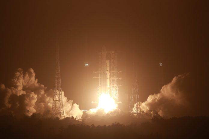 El lanzamiento de uno de los cohetes de la serie Long March, para preparar la estación espacial china. (Xinhua)