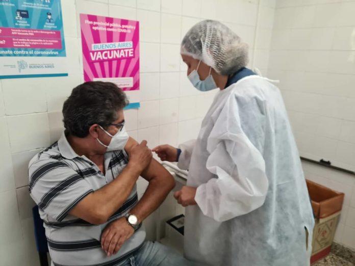 """El Gobierno bonaerense afirmó que los nuevos turnos llegan """"a partir del arribo masivo de vacunas""""."""