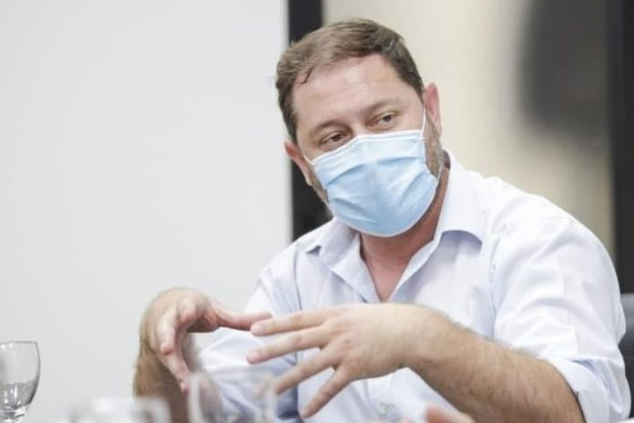 Polémica en Lincoln: el intendente fue trasladado a Junín con un respirador municipal