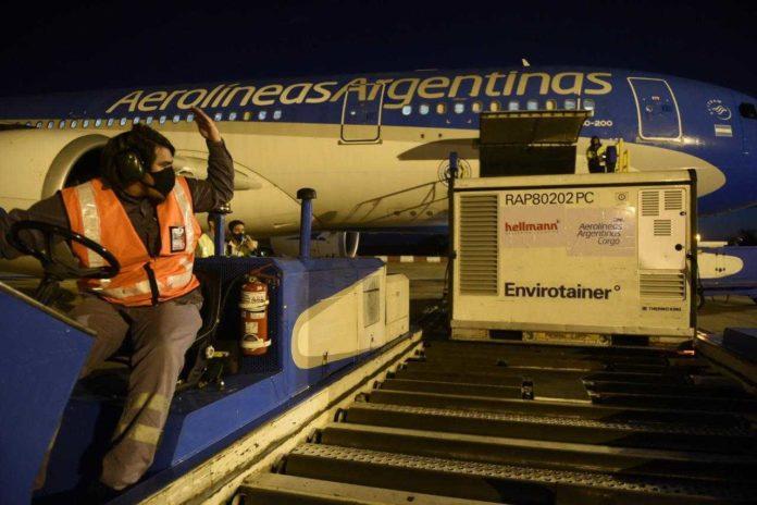 Otro vuelo de Aerolíneas partió a China en busca de más vacunas