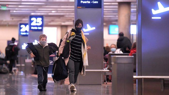 En total hay 44.242 personas en el exterior que viajaron en el último mes, de las cuales el 60% partió por turismo.
