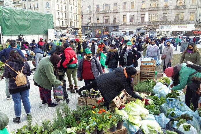 """Con un """"alimentazo"""" en varios puntos de país exigen la ley de acceso a la tierra"""