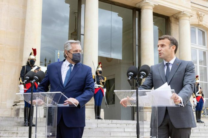 Por las restricciones de viajes, Fernández canceló su visita a París