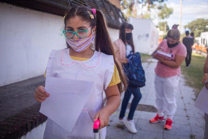Crecen los reclamos de los intendentes del interior por el retorno a la presencialidad escolar