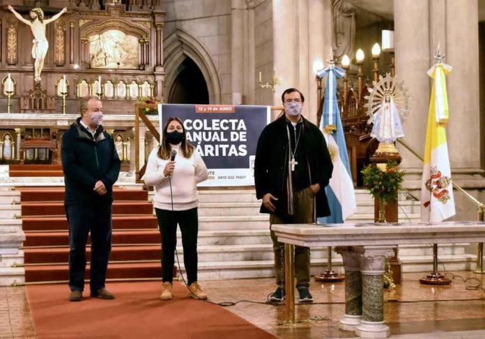 Las autoridades de la Iglesia de Mar del Plata en la presentación de la colecta de Cáritas. (La Capital)