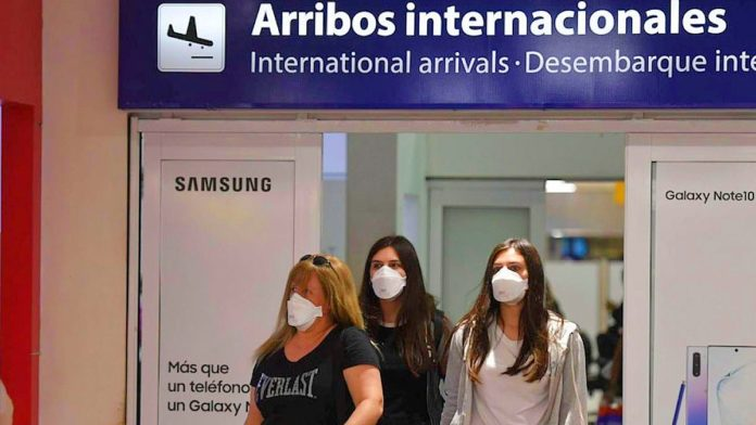 Por el momento solo se permite la llegada del exterior de 600 pasajeros diarios.