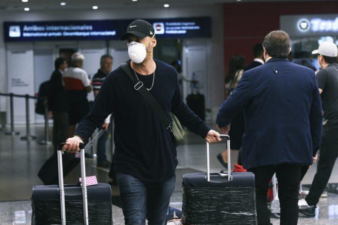 Menos vuelos y más destinos suspendidos, las medidas para tratar de impedir la entrada de nuevas variantes de coronavirus.