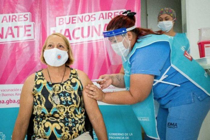 """A partir de mañana habrá vacunación """"libre"""" para mayores de 60 en PBA"""
