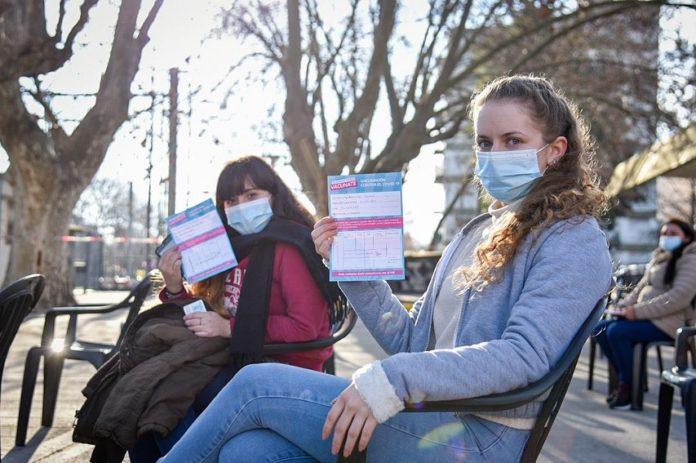Rige desde este martes la vacuna libre para mayores de 30 años en la provincia