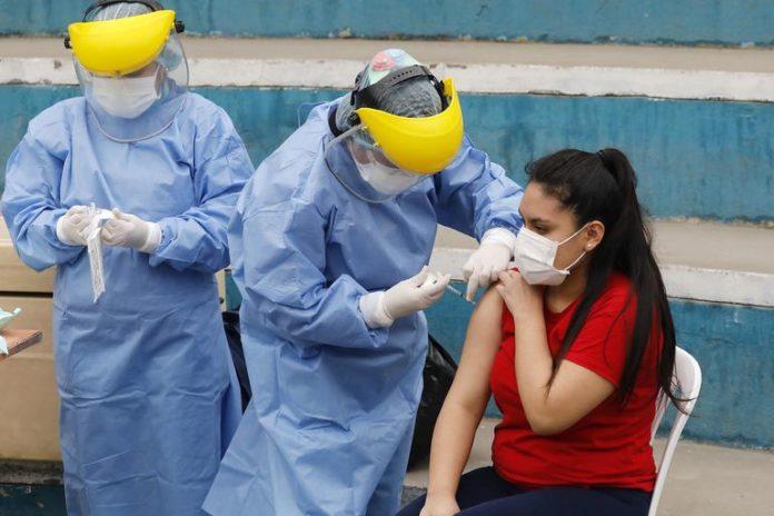 La OMS ahora duda que una alta tasa de vacunación detenga por completo la pandemia