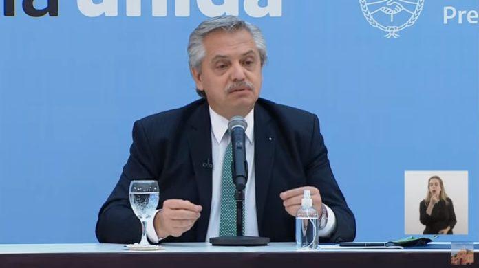 El presidente Alberto Fernández presentó este miércoles los nuevos DNI que reconocen las identidades de personas no binarias