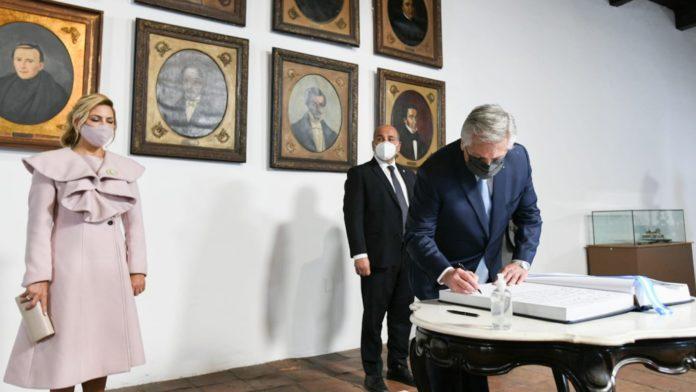 El Presidente hizo un repaso de la gesta independentista en Tucumán y envió mensajes a la oposición y al interior del Frente de Todos.