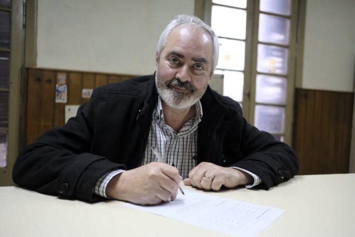 El precandidato a diputado nacional por el MST, Alejandro Bodart, en el Frente de Izquierda y de los Trabajadores Unidad.
