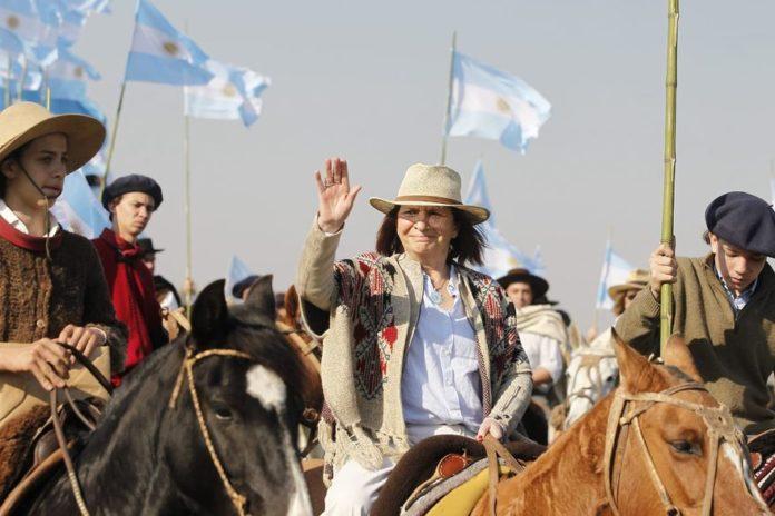 Bullrich a caballo, presencia partidaria más destacada de un acto de tono opositor
