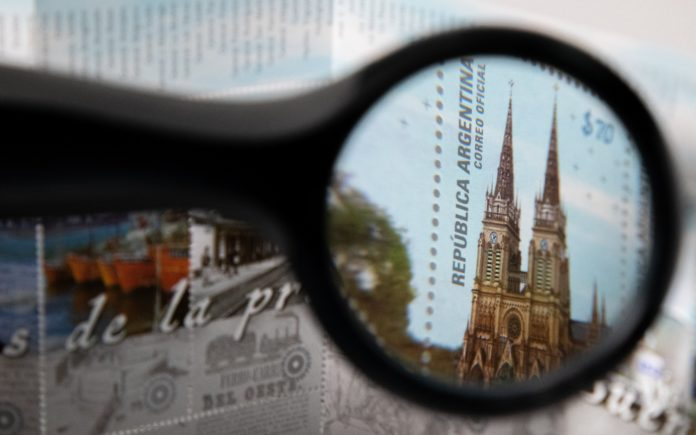 El Correo Argentino lanzó un minipliego de estampillas por el bicentenario bonaerense