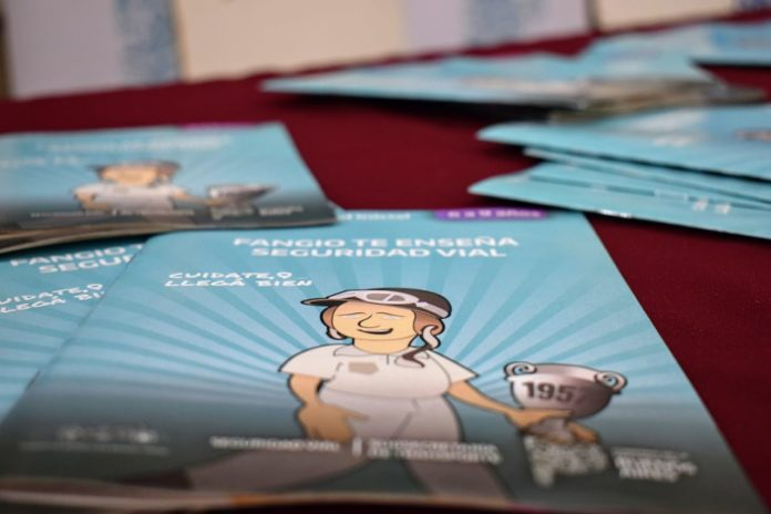 Entregan 40 mil libros de seguridad vial a escuelas de Berisso y Ensenada