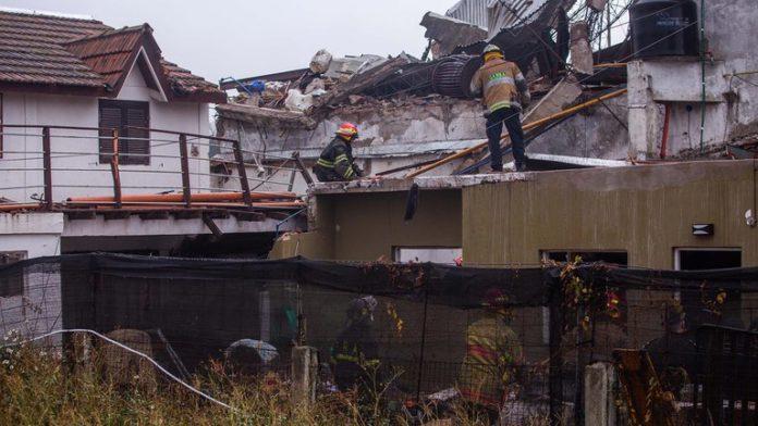 Un derrumbe de una fábrica textil, producto de la explosión de una caldera en la localidad bonaerense de Mar del Plata, provocó la muerte de una mujer
